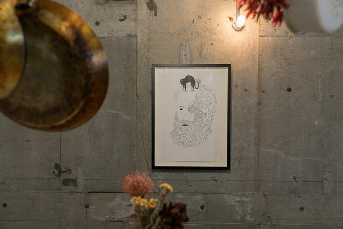 「フランス人アーティスト、アルメリーノの絵は友人のギャラリーで購入しました。ビョークのPVのアニメーションを作っている方です」