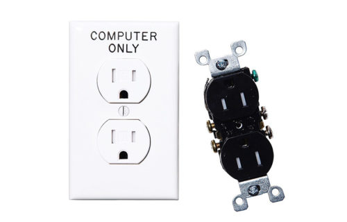 左からWallplate 1-gang duplex CP ONLY 70 x 6 x 115mm ¥550 LEVITON TR Receptacles blk ¥880