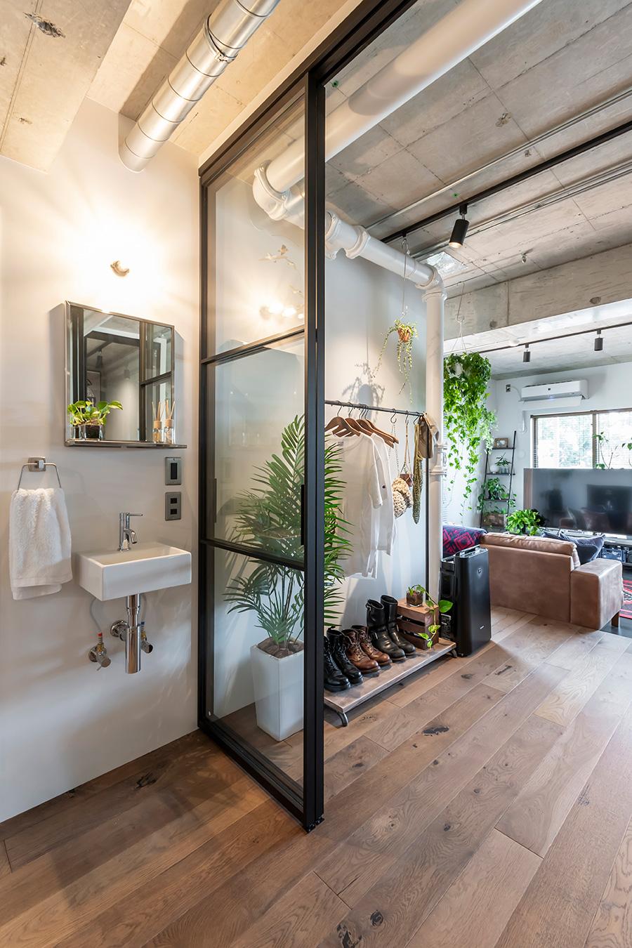 帰宅後すぐに手を洗える便利な洗面台。