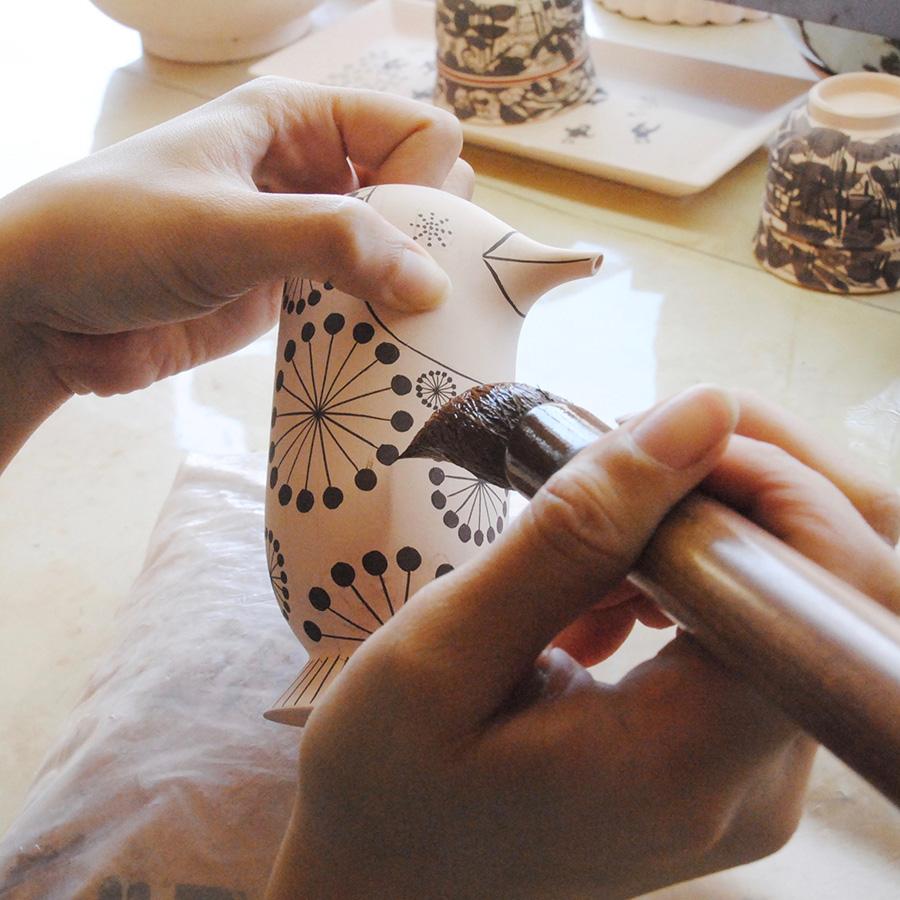 古くから伝わる手描きにこだわり、その伝統を守り続けている。