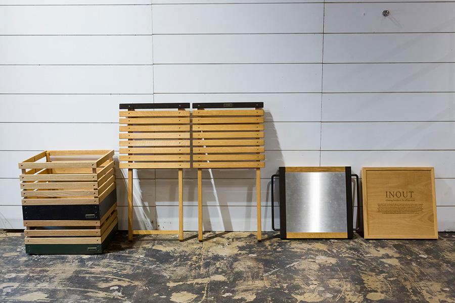 スタックボックスには便利な拡張パーツも用意されている。蓋をかぶせればテーブルになる。火にかけた鍋をそのまま置けるステンレス板のカバーも。テーブルトップになるコネクタも。