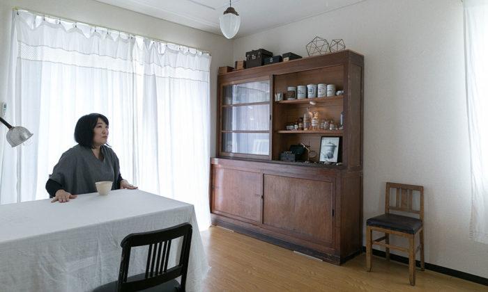 素材のバランスで見せる大好きな鉱物と暮らす小さな博物館のように設えた部屋