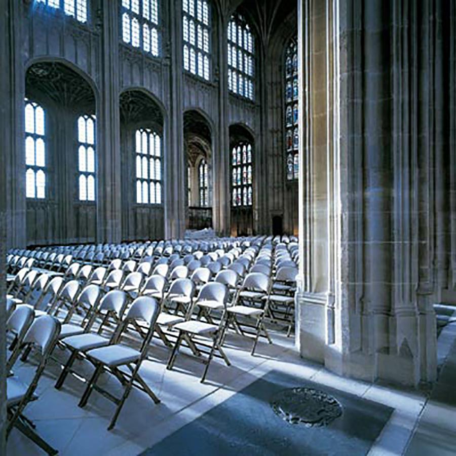 イギリス、ウィンザー城内のセント・ジョージ礼拝堂でも採用されている。