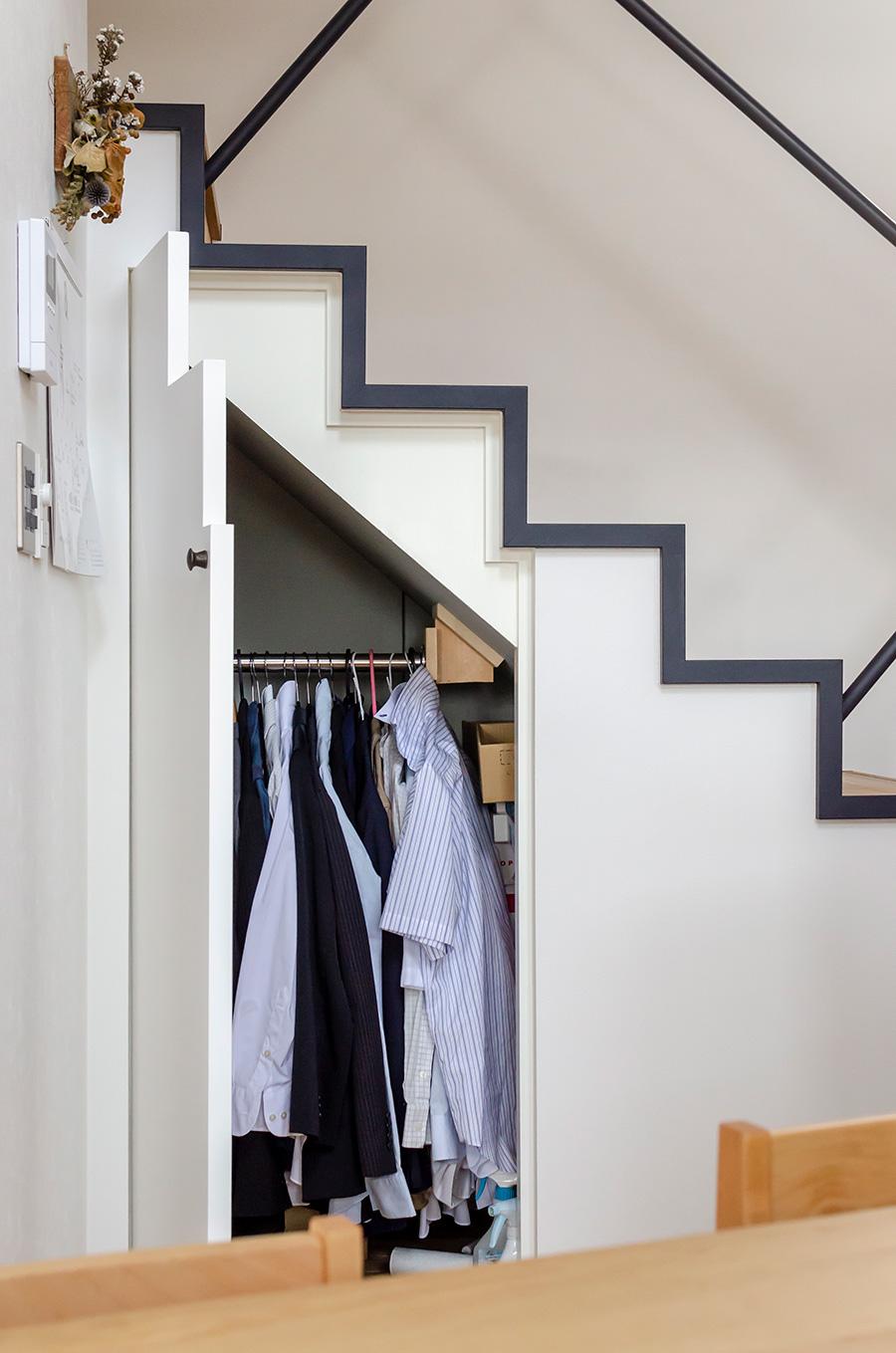 階段下の収納。スペースの無駄を解消。