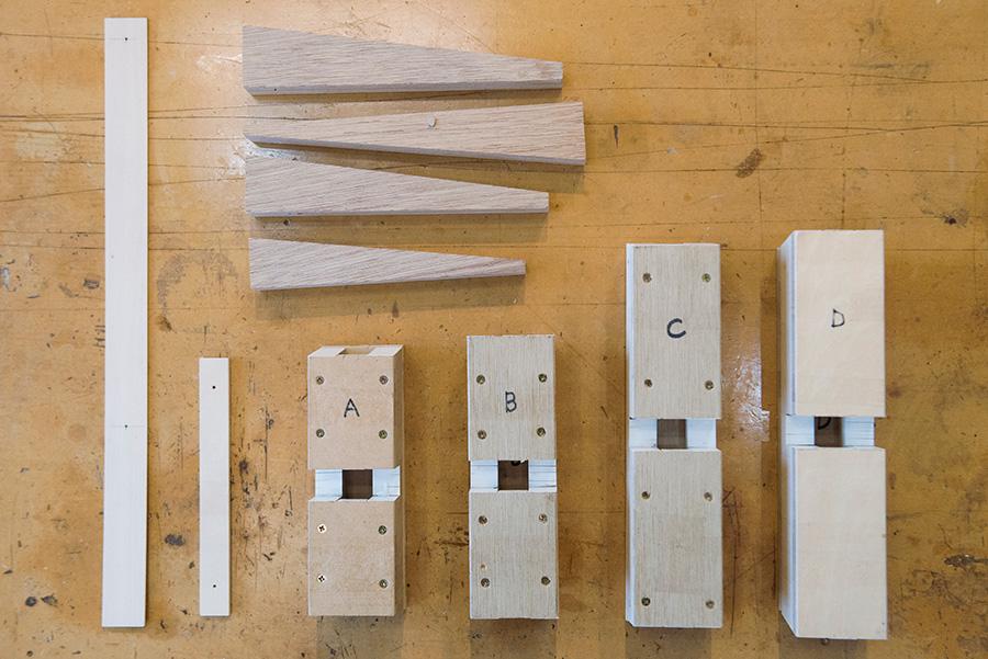 治具、当て木、穴位置定規。加工する時にあると便利なモノがスタンバイ。