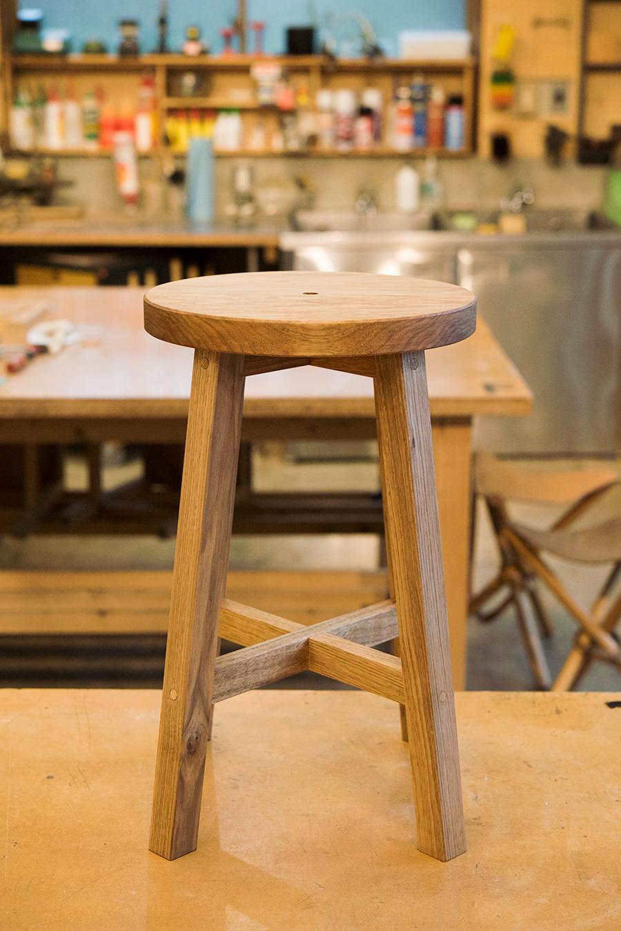 座面まで組み合わせるとこの形に。第2回では美しく組み立てるポイントを詳説する。