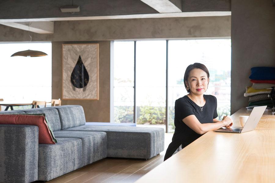 一級建築士・永山祐子さん。近隣にオフィスを構え、子育てをしながら第一線で活躍する。永山祐子建築設計。
