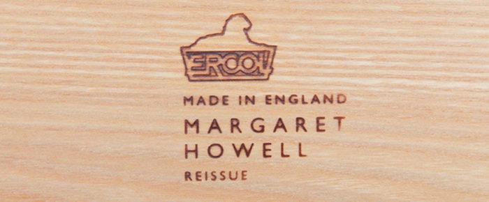 マーガレット・ハウエルモデルには刻印が刻まれる。