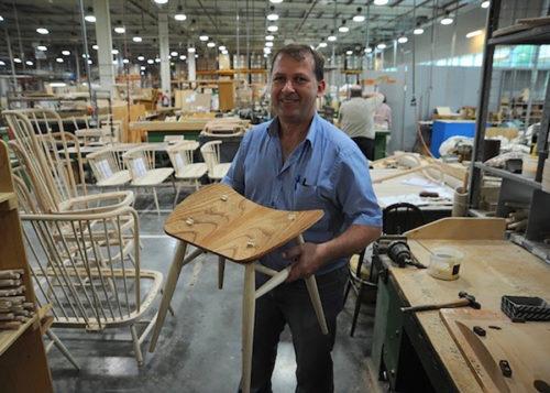 座面の丸い接合部分が、アーコールの伝統的な椅子製造技法の証。