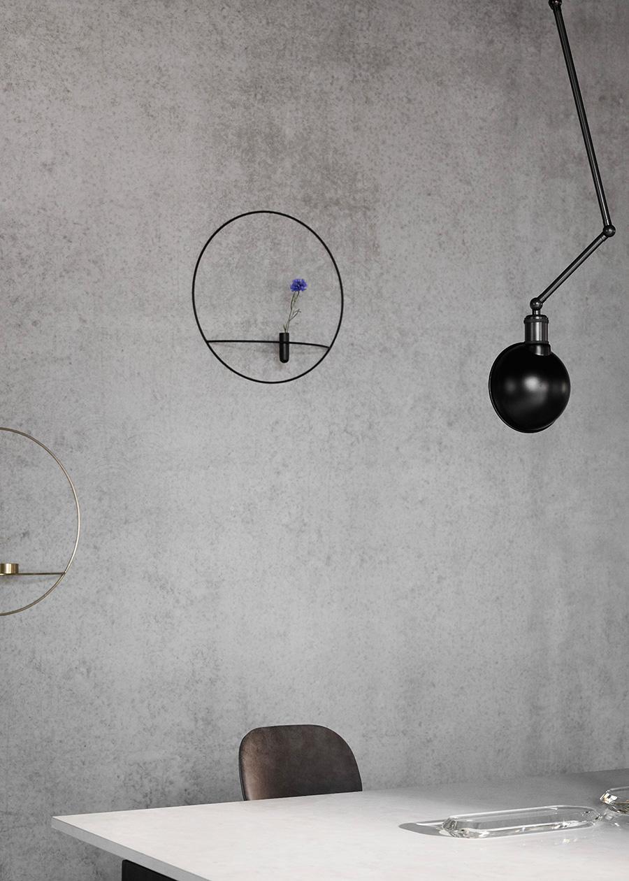 壁掛けの一輪挿しという新しい発想。