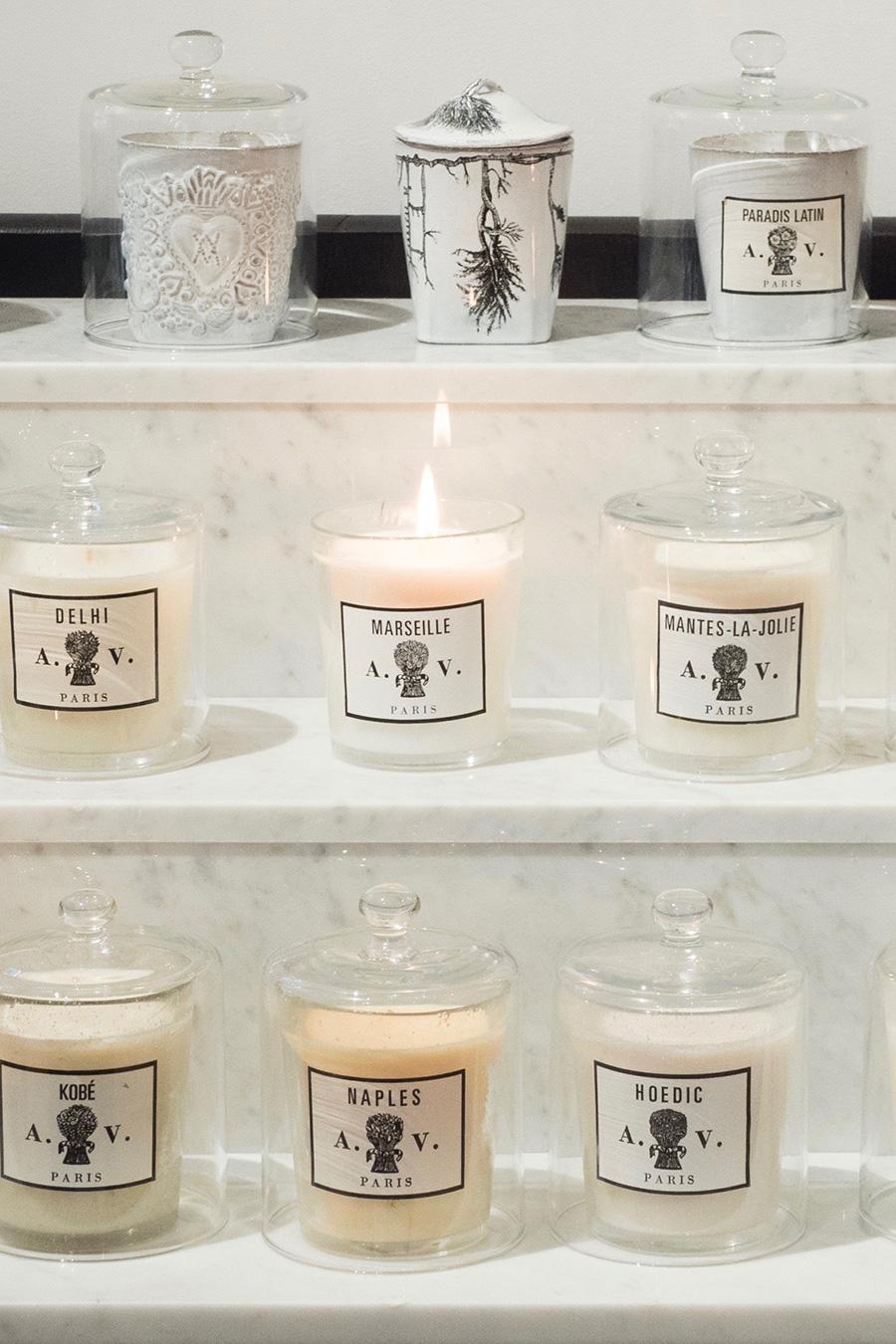 ガラス製キャンドルクロッシェ  ¥9,000  グラスキャンドルに被せておけば、埃が入らず新鮮な香りを閉じ込めておける。
