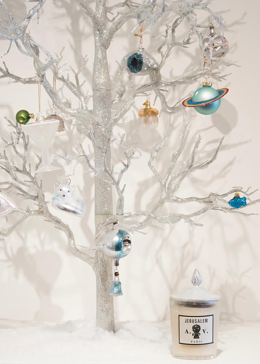 パリでクリスマス時期に人気の高いパフュームキャンドル「エルサレム」。 グリッターツリー  ¥29,000  オーナメント ¥1,200〜