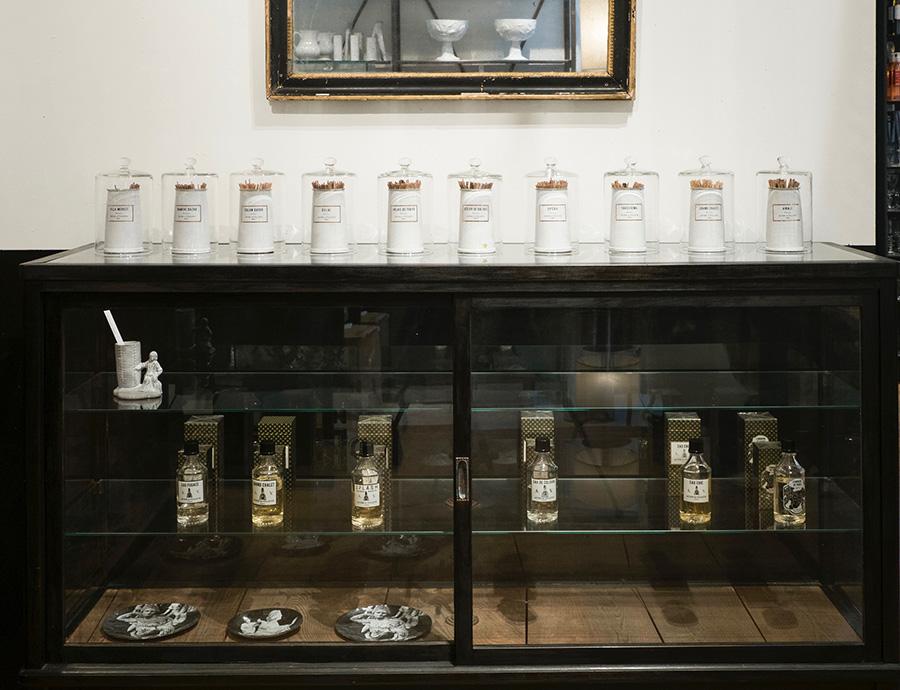 淡路島でつくられた13種類のインセンス。2016年には6種類のオーデコロンも発表。