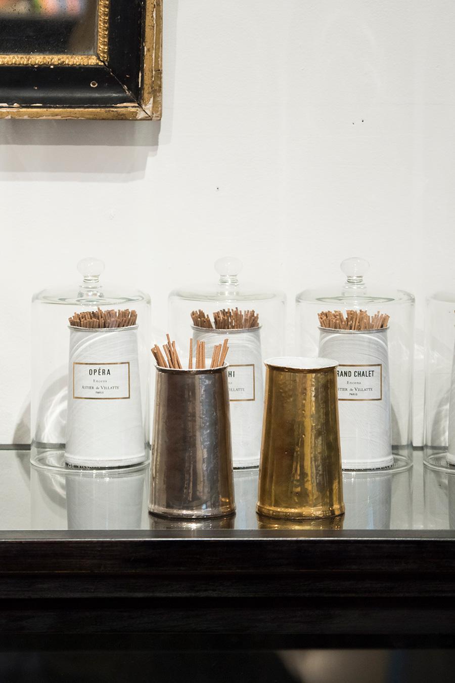 ミニマルなインセンス用のポットは、花瓶やペンスタンドとしても。 インセンスポット  プラチナ  ¥24,000 ゴールド  ¥25,000