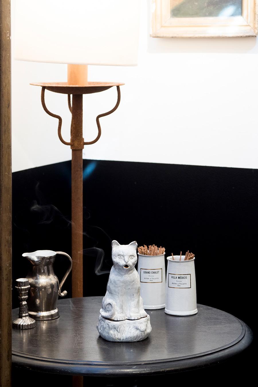 猫のインセンスホルダー (セツコ・コレクション)  ¥38,000 1960年代初頭にバルテュスがデザインした照明を復刻 (参考商品)