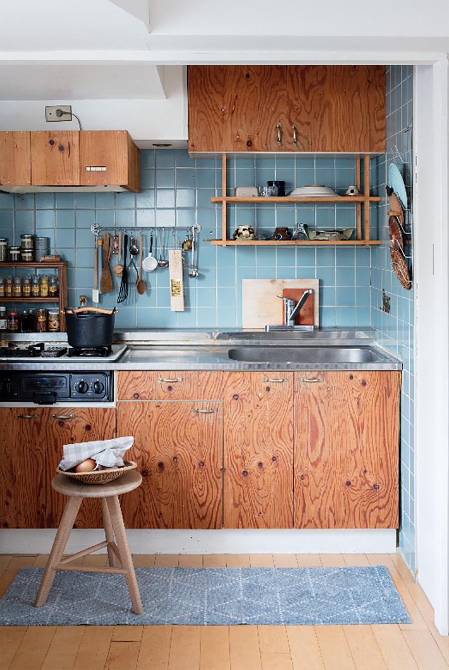 汚れたら洗える、ズレにくい『HEYMAT』は、キッチンマットとしても優秀(Photo by Satoshi Nagare)。