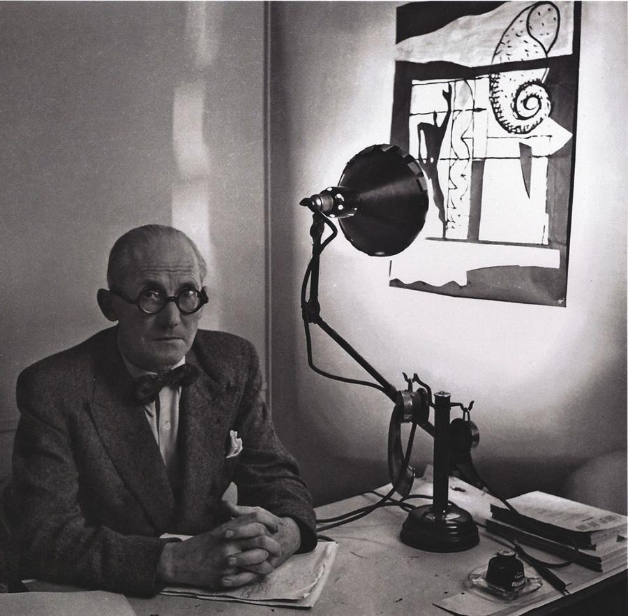 「Lampe Gras」は、20世紀の巨匠、ル・コルビュジエに愛されたことでも有名。