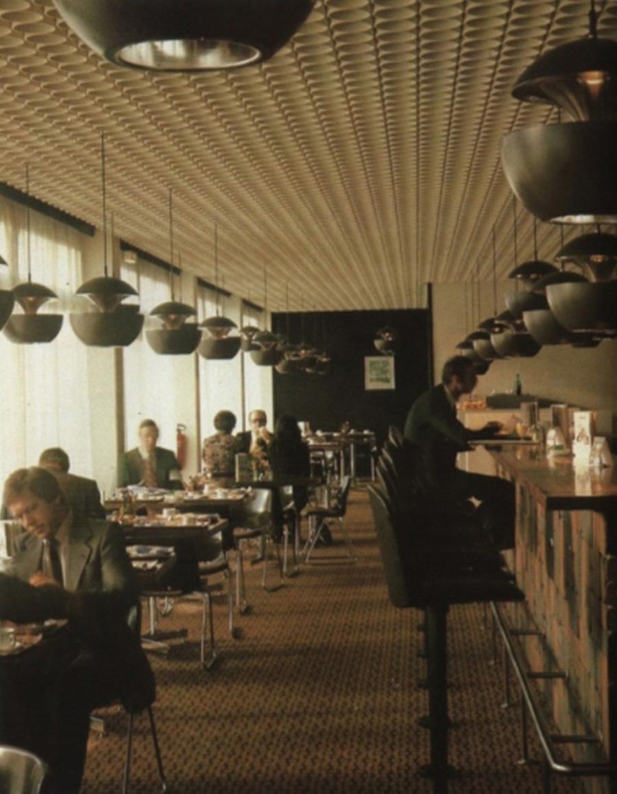 1970年代の発表から間もなく話題となり、多くのレストランやカフェで採用されていた。