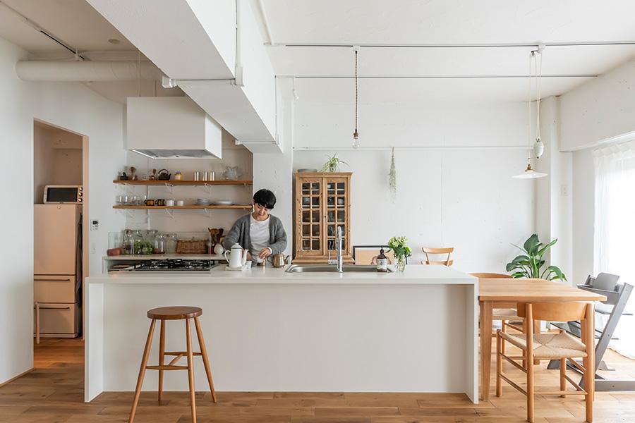 造作のアイランドキッチンは横幅270㎝。