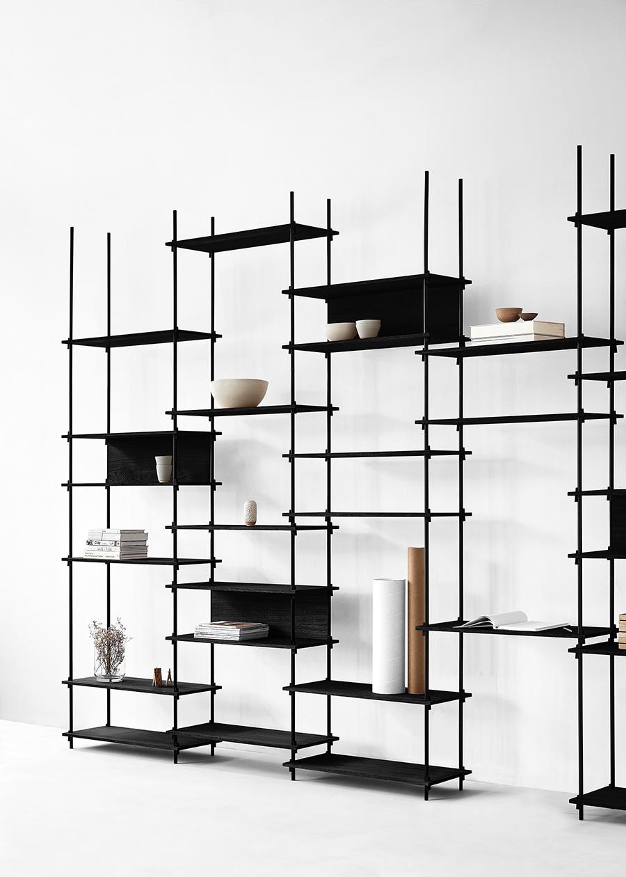 棚板の位置を高くして、カウンターやデスク空間をつくることも。