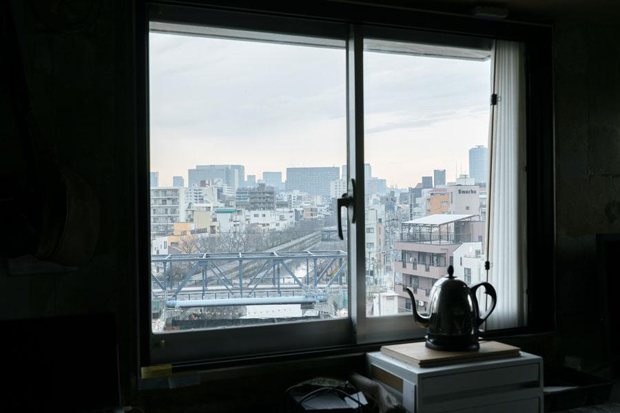 仕事場の窓から見える運河の風景に心が安らぐ。