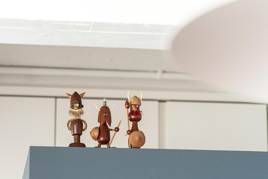 ノギンス社の木製バイキング人形。
