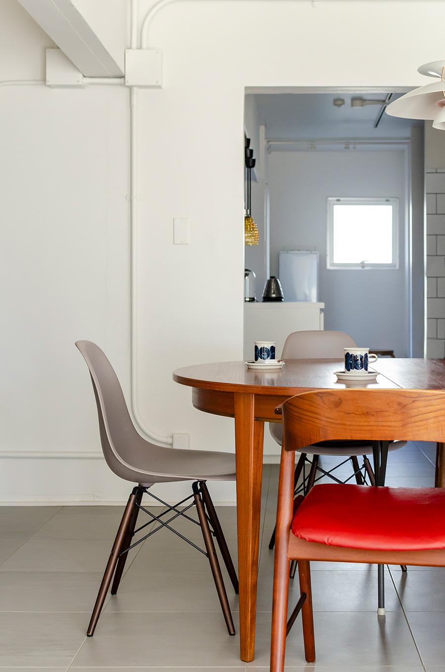 椅子はあえて一つ一つデザインを変えて。