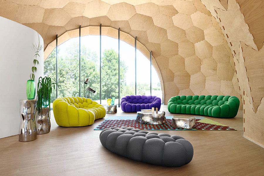どの色のソファに座りたくなる? その色が今のあなたを元気づけてくれる色。
