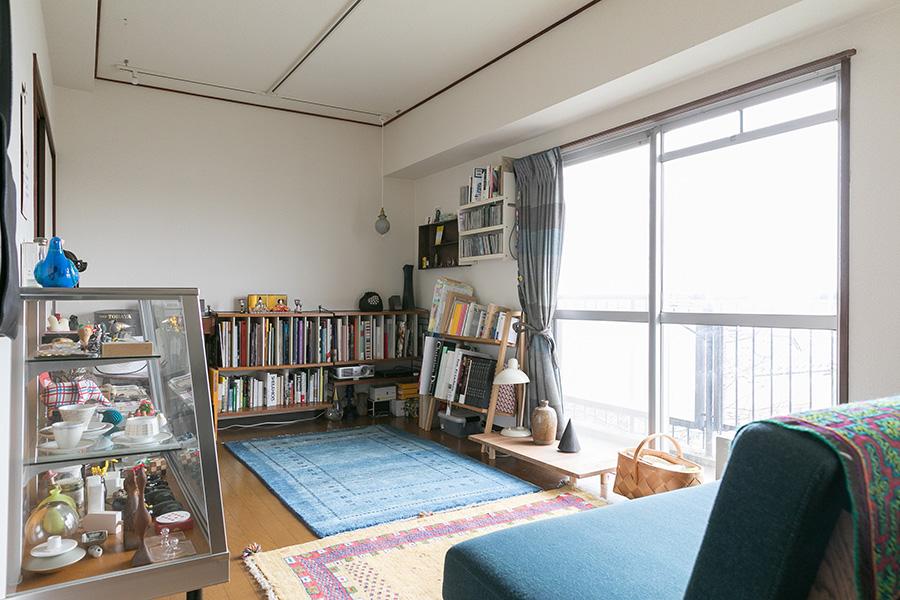 ゲストルームは通称「大人の部屋」。コレクションや本などを置いて落ち着きのある部屋。