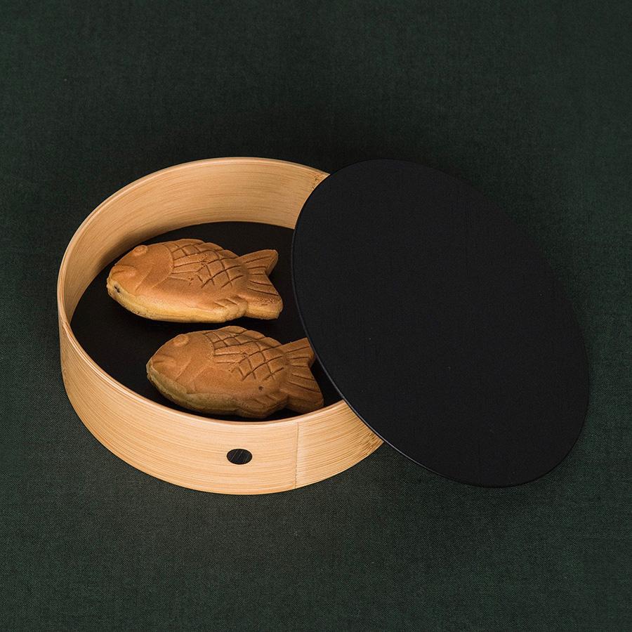 菓子や小物を入れるボックスとして。水漏れの心配もないので器や弁当箱としても十分使える。