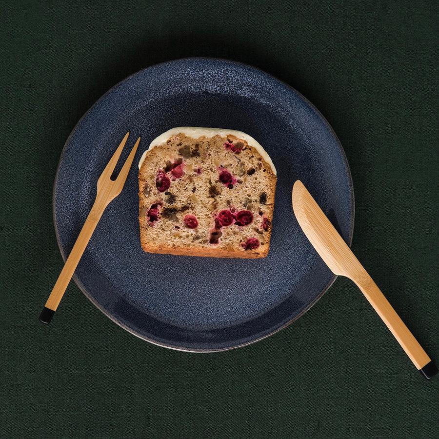 スモールナイフは、料理をしっかりと切れる仕上げなので、ケーキや、オムレツ、魚料理にも使える。朝食やティータイムにオススメ。