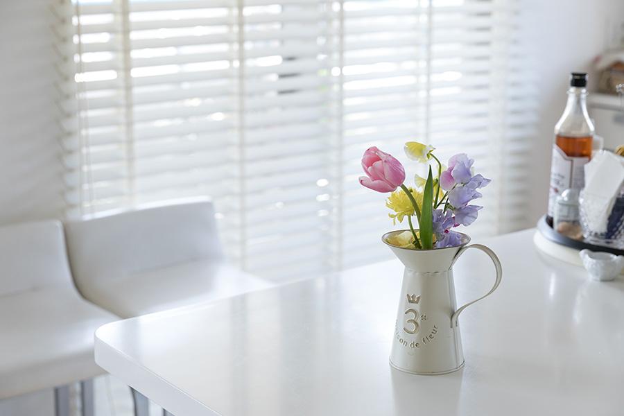 春の花が飾られた花瓶にも、数字の3が隠れていた。