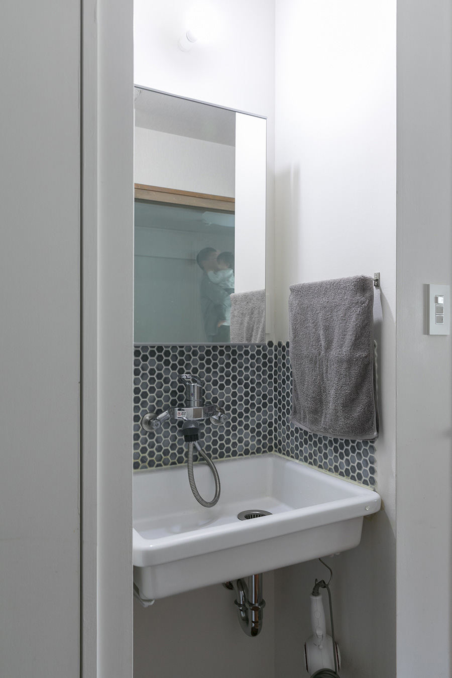 廊下に面して作った洗面スペース。「生徒さんが使いやすいように、サニタリースペースに入らなくても手を洗えるようにしました」