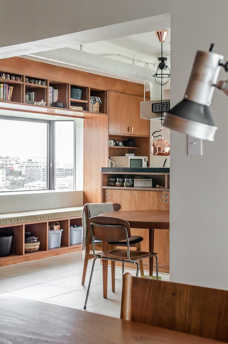 書斎からキッチンへの眺め。