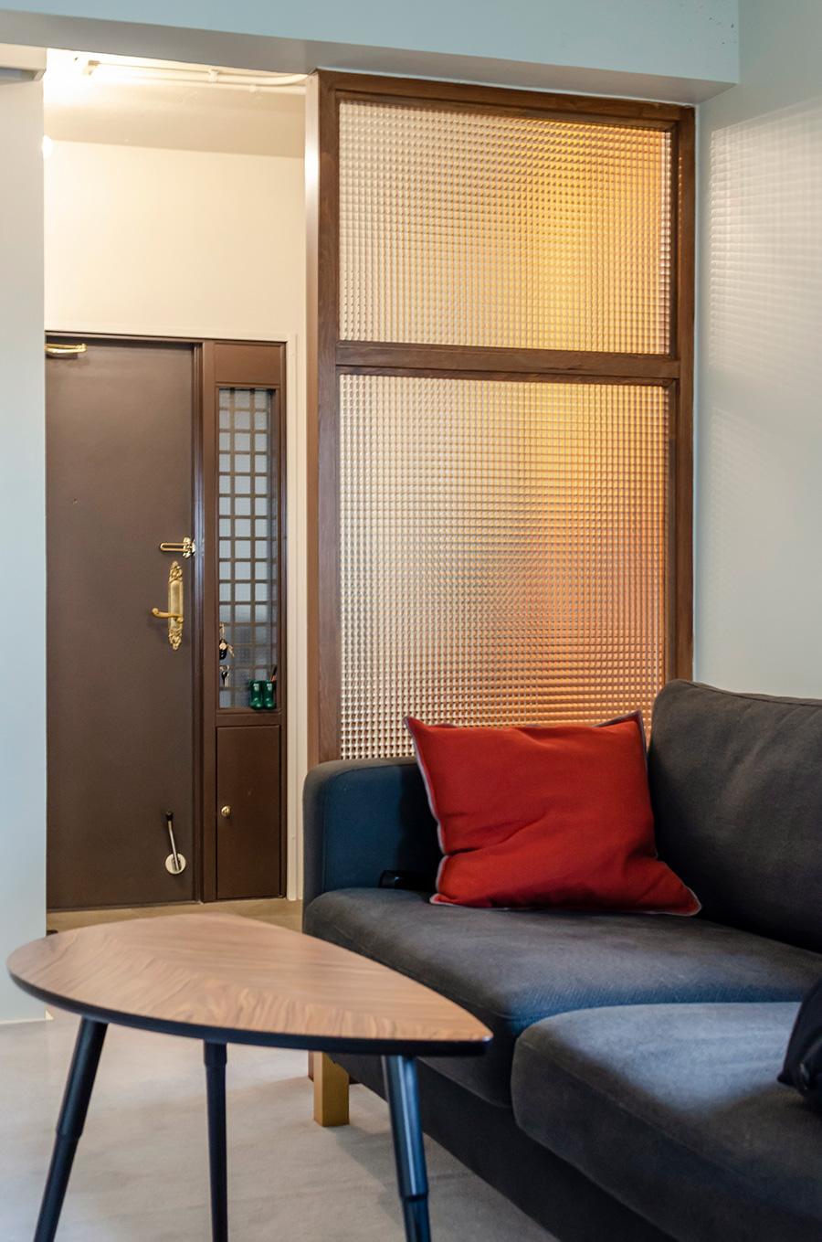 ソファとコーヒーテーブルは「IKEA」で揃えた。
