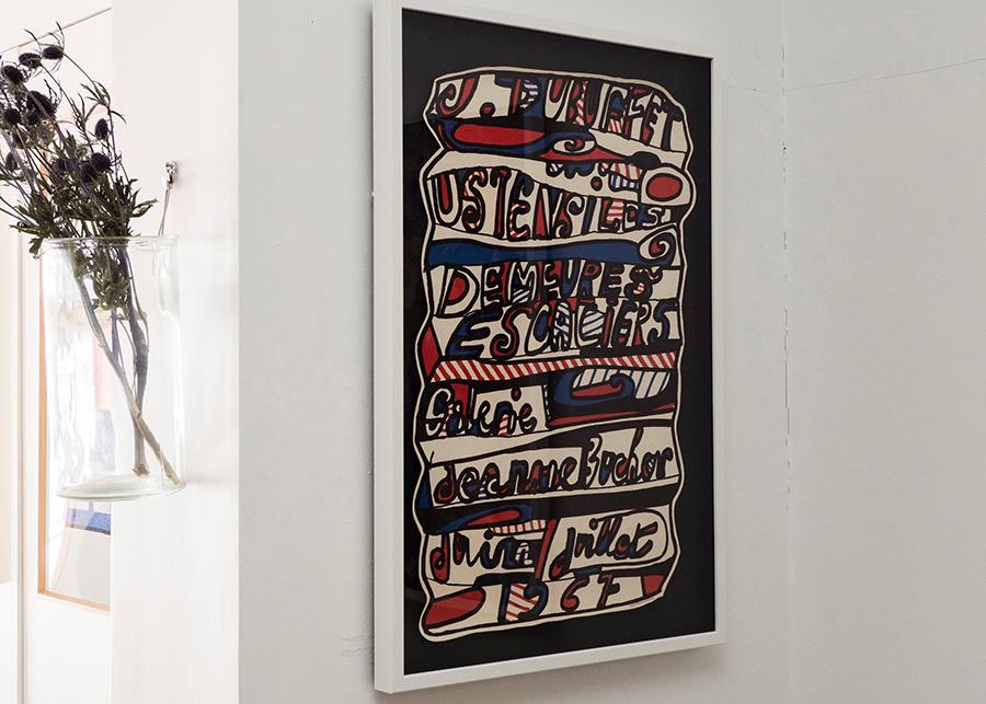 ホワイトフレームが作品をより印象的に引き立てる。 1967年にパリで開催されたジャン・デュビュッフェ展の希少なエキシビションポスター ¥126,000