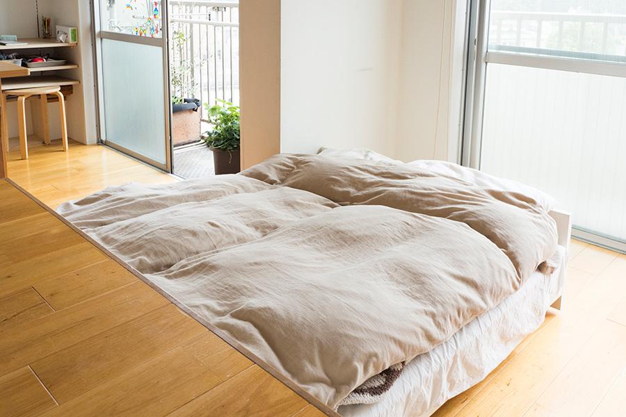 小上がりの下にはベッドを内蔵。ゲスト用のベッドもある。