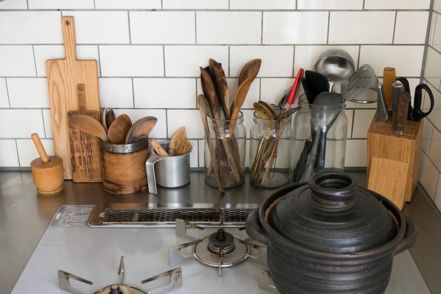 素材別にポジションを設定。土鍋の近くに黒いアイテムを置くなど、さり気なくコーディネート。