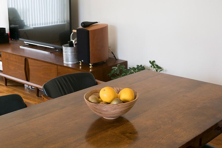 食卓に果物があると空間が引き締まる。盛りすぎないのもポイント。