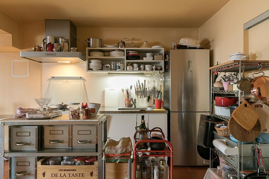 使い勝手の良さを考え抜いたキッチンが、料理教室「サロン・ド・キュイジーヌ エッセイエ・ヴ」の舞台。