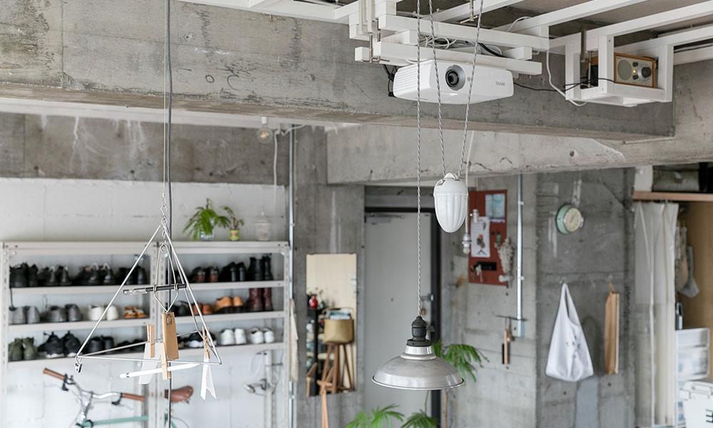 吊って収納、吊って飾る DIYで使うクランプを インテリアグッズとして使う
