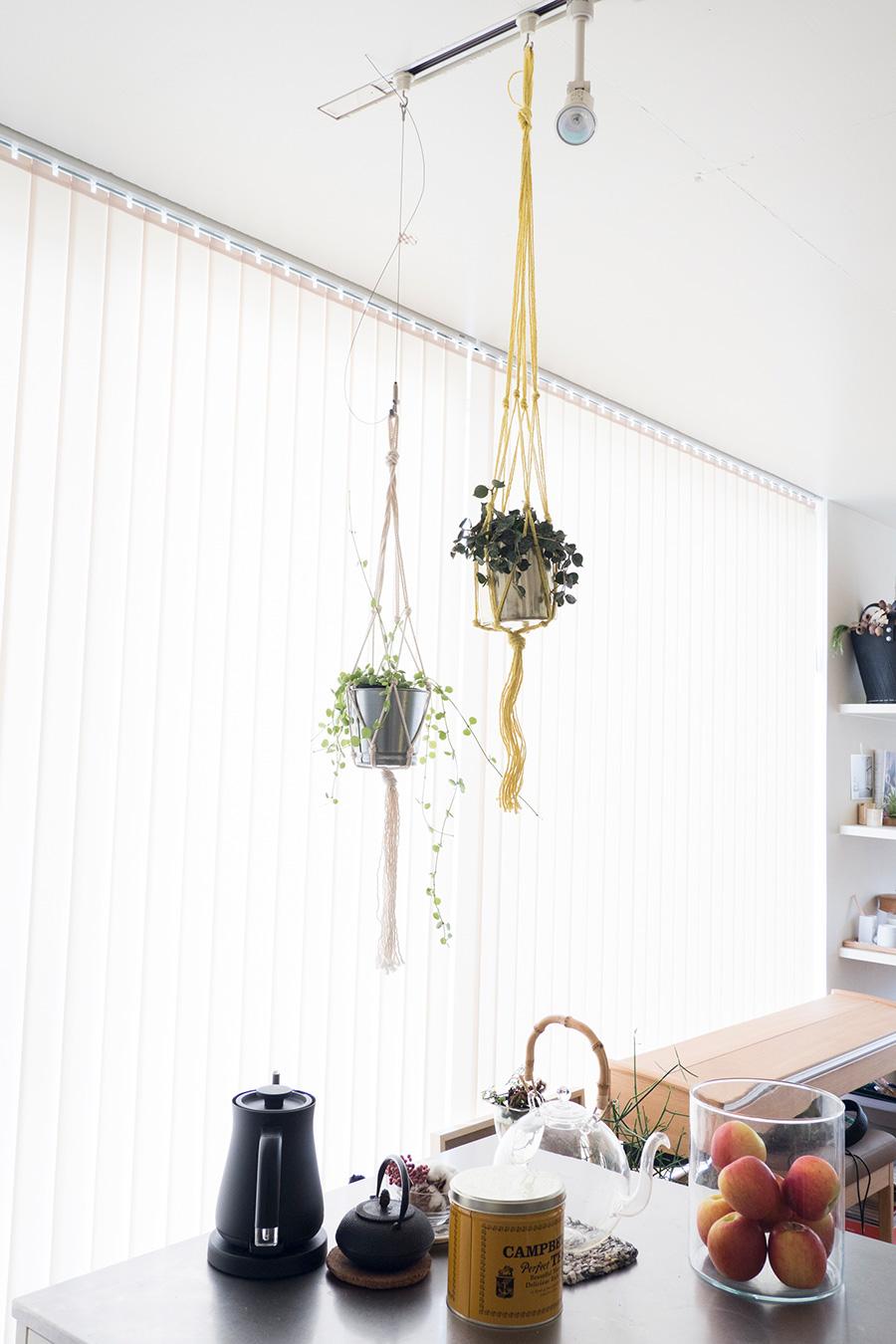 ふたつ吊るす場合には、左右の高さを揃えないのがポイント。