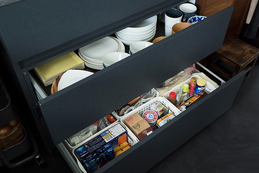 食器は多用途に使えるものを厳選。例えば湯のみも、そばちょことしても使えるものをセレクトしている。
