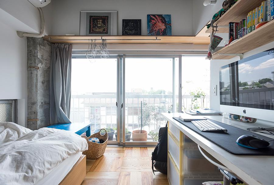 3部屋欲しかったという個室を、まわりに配置。床は寄せ木張りにして変化をつけた。