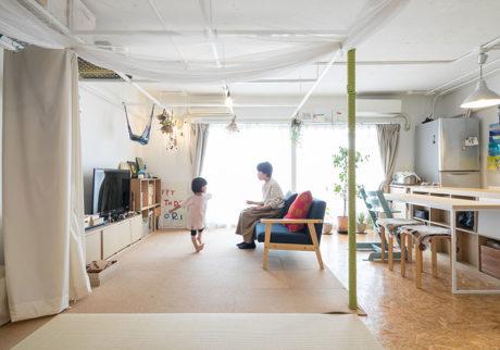 天井に1mのグリッド設置仕切る、吊るす、載せる…自由に暮らすワンルーム