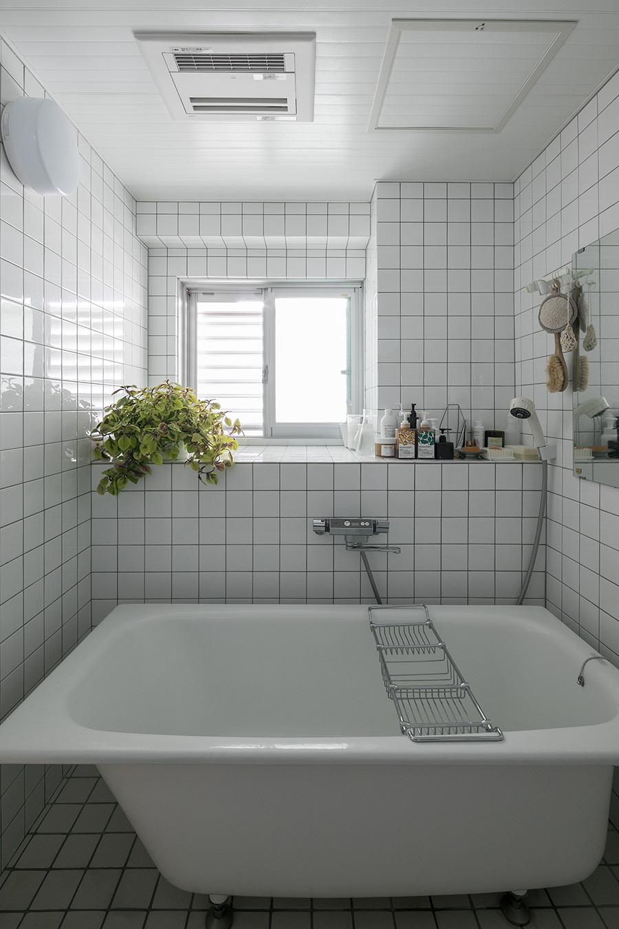 「前に住んでいたオーストラリア人の方が浴室をリノベしていました。タイルと浴槽は替えましたが、形は変えずに使っています」