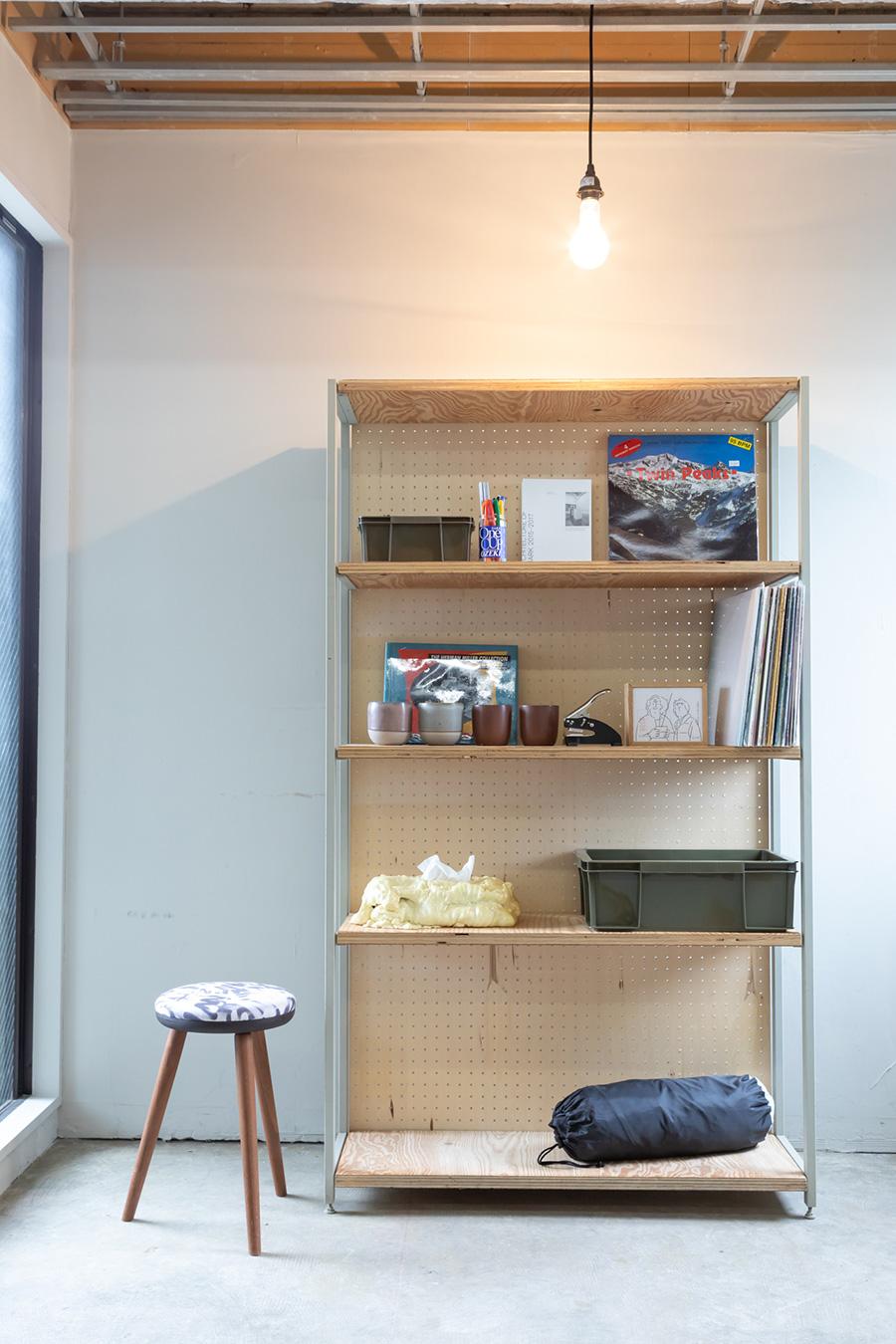 〈Shelf Ladder ver.2〉は、好きな大きさの本棚を作ることができるキットだ。