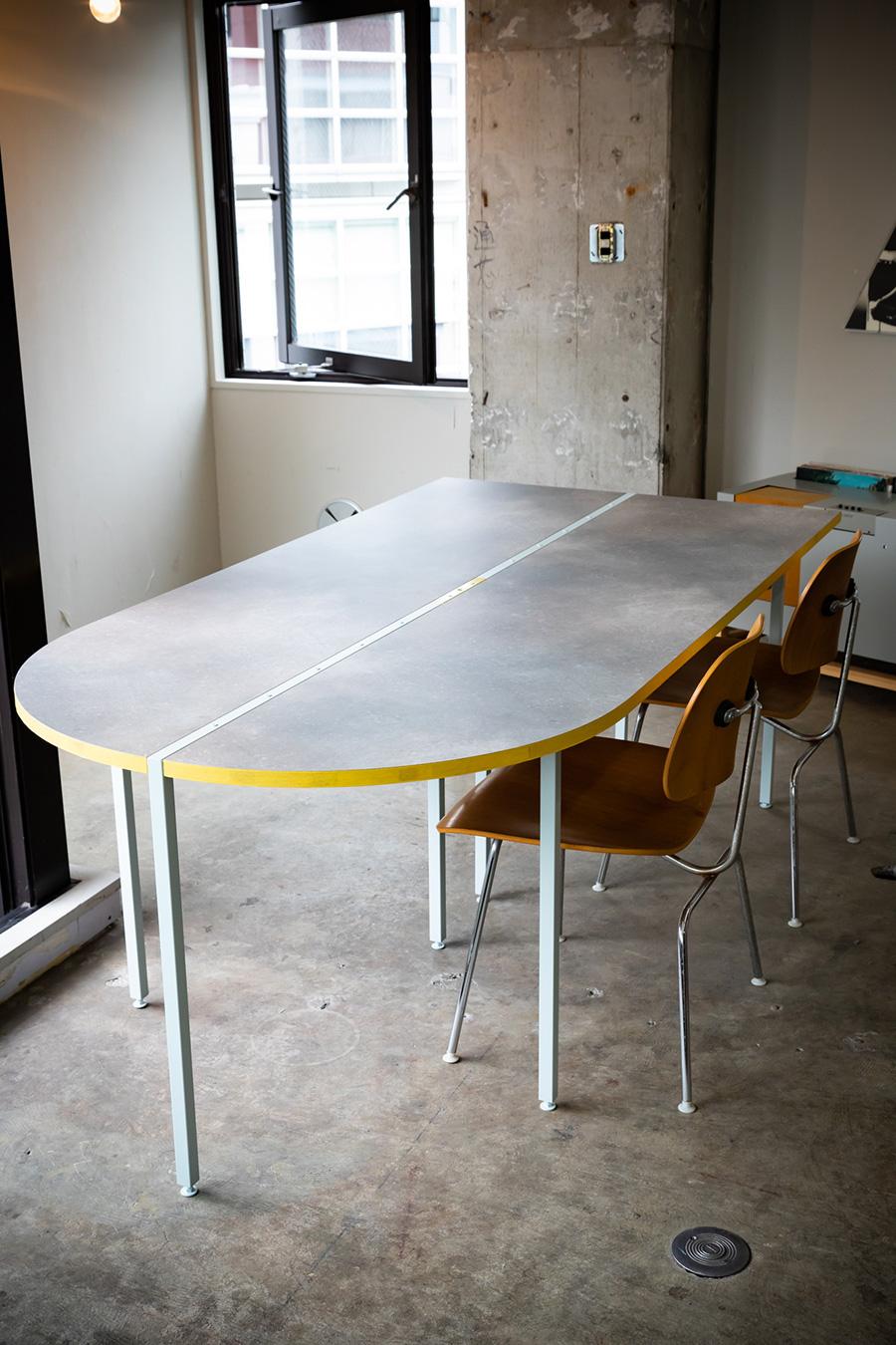 変形の天板にも対応できるタイプ。