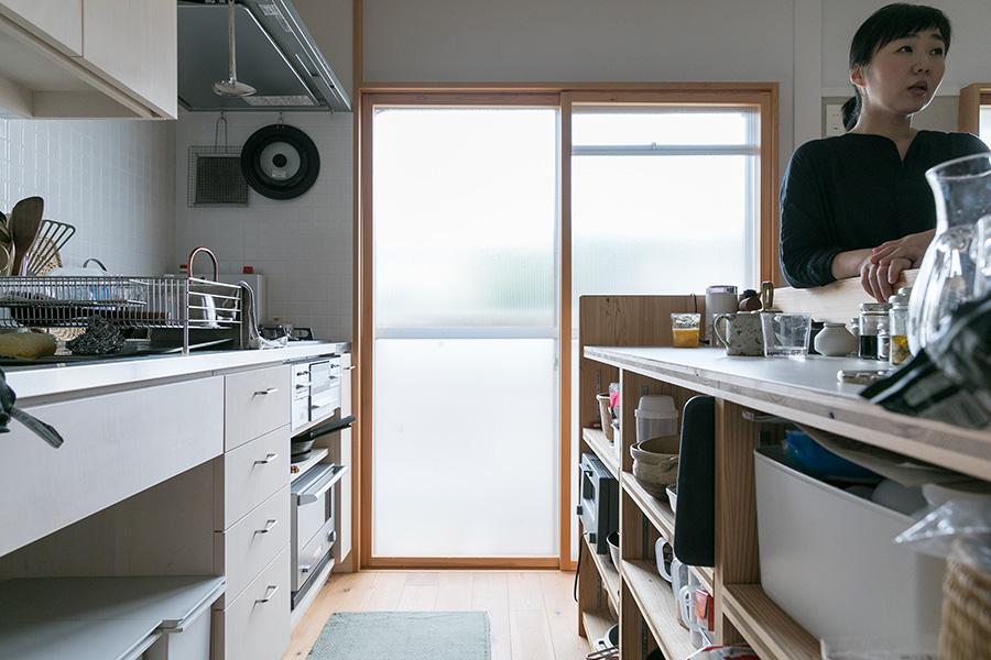 オーブンなどは下部に収納。炊飯器は使っていないとのこと。