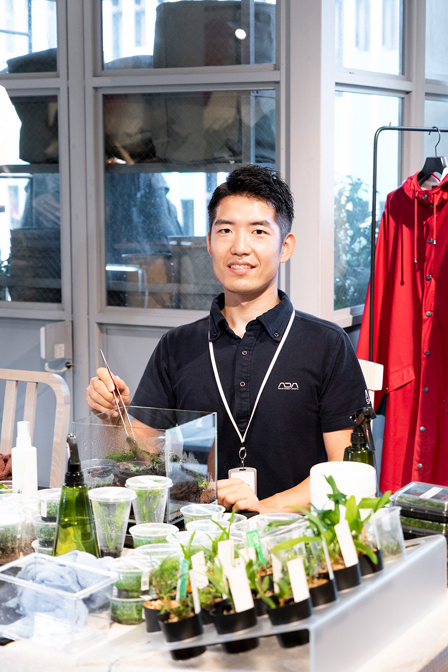 ワークショップ講師の松本隆介さん。アクアデザインアマノは、ネイチャーアクアリウムを提唱した写真家、天野尚氏が創業。水槽や照明・CO2添加器具などの製品を開発している。